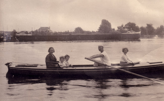 The Friedlanders rowing on the Dhame River, 1930s.