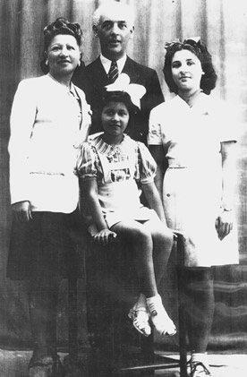Portrait of the Ferstenfeld family after the war.